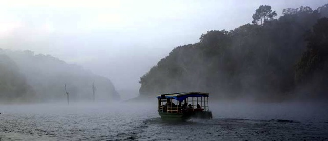 Fog_and Mist_cruise_Periyar
